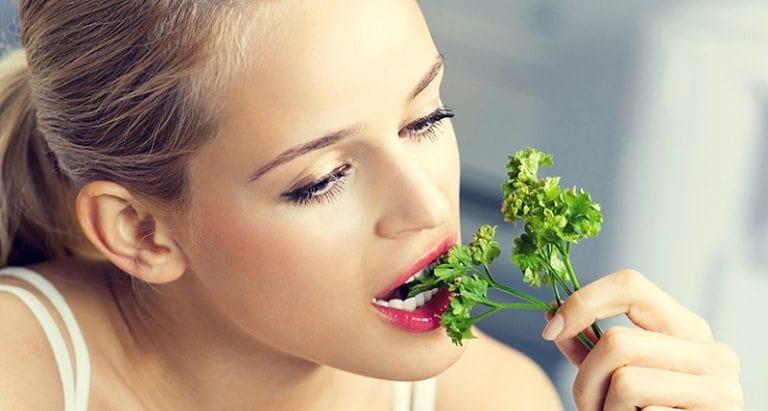 مزایای سبزی جعفری برای پوست