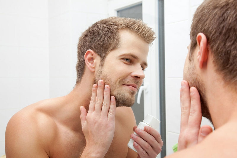 تمیز کردن و مراقبت از پوست برای آقایان