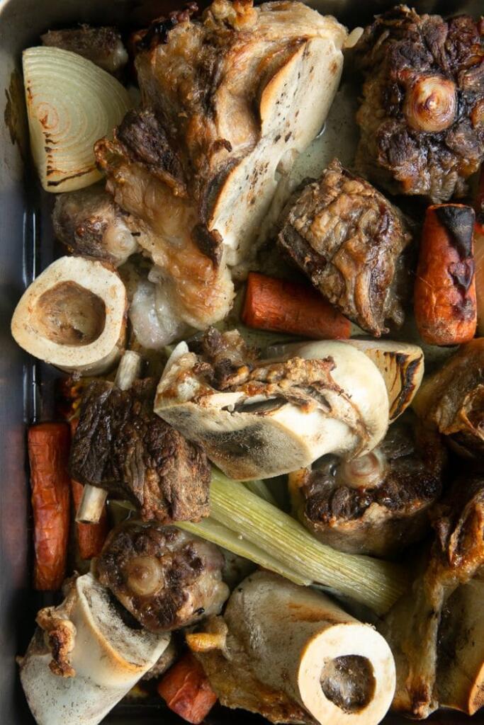 برشته-کردن-استخوانها-و-سبزیجات