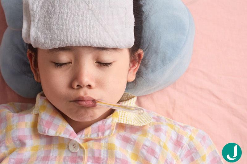 سردرد همراه تب در نوزادان