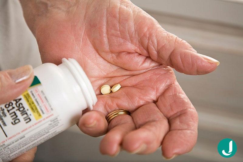 درمان سکته قلبی و مغزی باید آسپرین مصرف کند؟