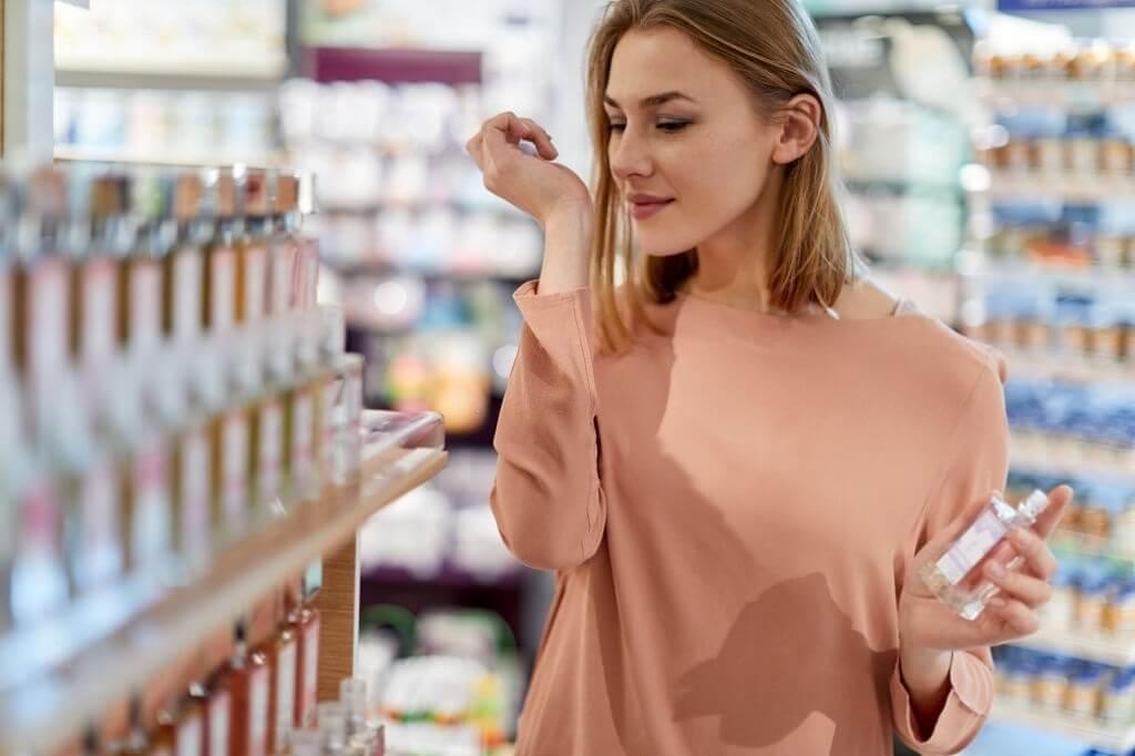 قوانین اسپری عطر زنانه که نمیدانید