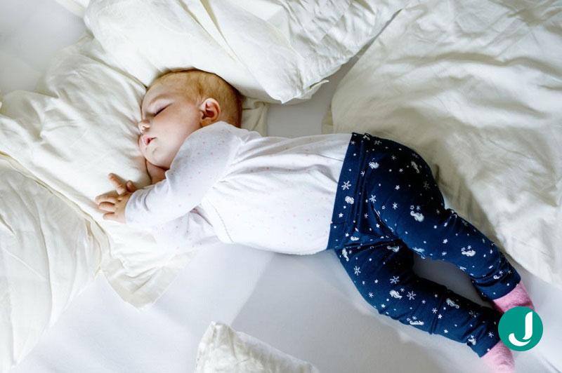 خواب نوزاد ده ماهه