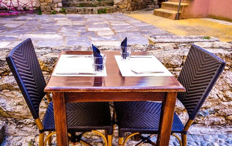 شکل و ابعاد میز ناهار خوری
